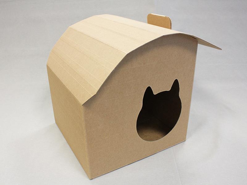 la cuccia per gatti di cartone